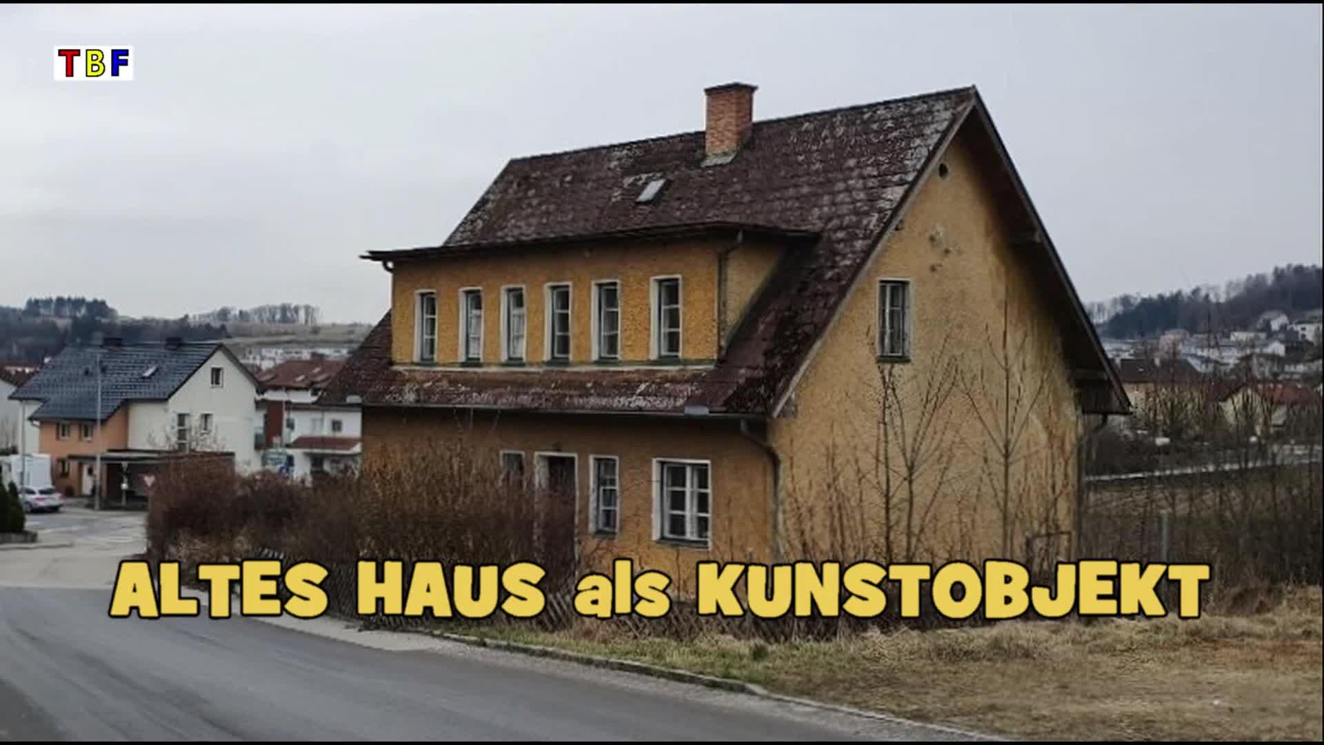 Altes Haus als Kunstobjekt